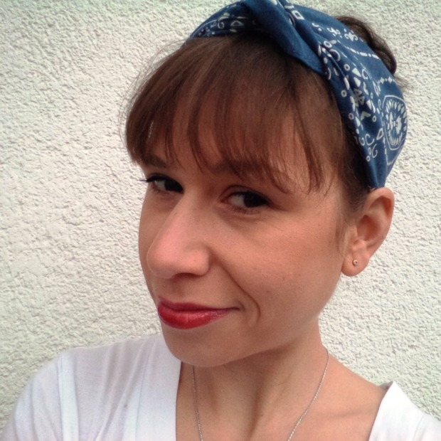 Bandanas For Spring - How To Wear The 90ies Trend. Lookbook. Style. Vintage. Bandana Hairband. Levis blue