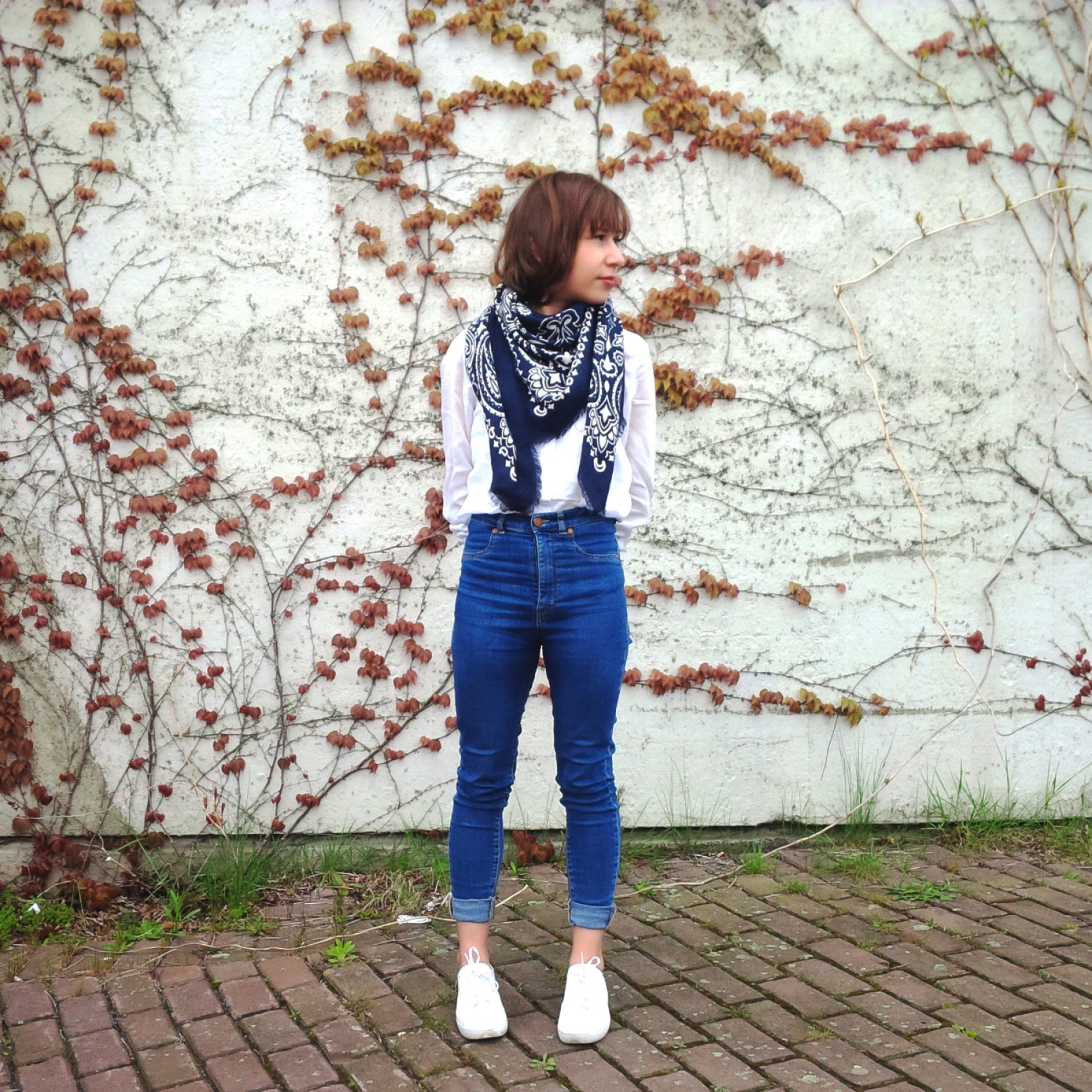 Bandanas For Spring - How To Wear The 90ies Trend. Lookbook. Style. Vintage. Bandana Scarve GAP 2.jpg