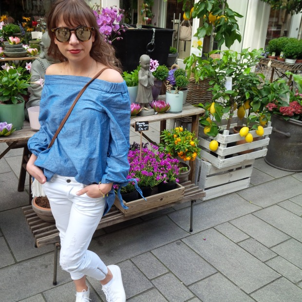 Fashion ID - 10 Things You Need in Your Closet This Spring. Off-Shoulder Denim-Shirt, white Jeans, Strawbag 3.jpg