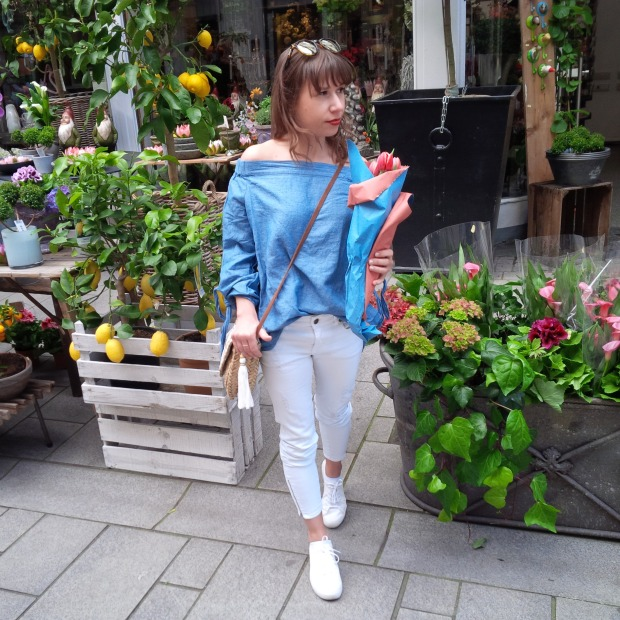 Fashion ID - 10 Things You Need in Your Closet This Spring. Off-Shoulder Denim-Shirt, white Jeans, Strawbag 6.jpg