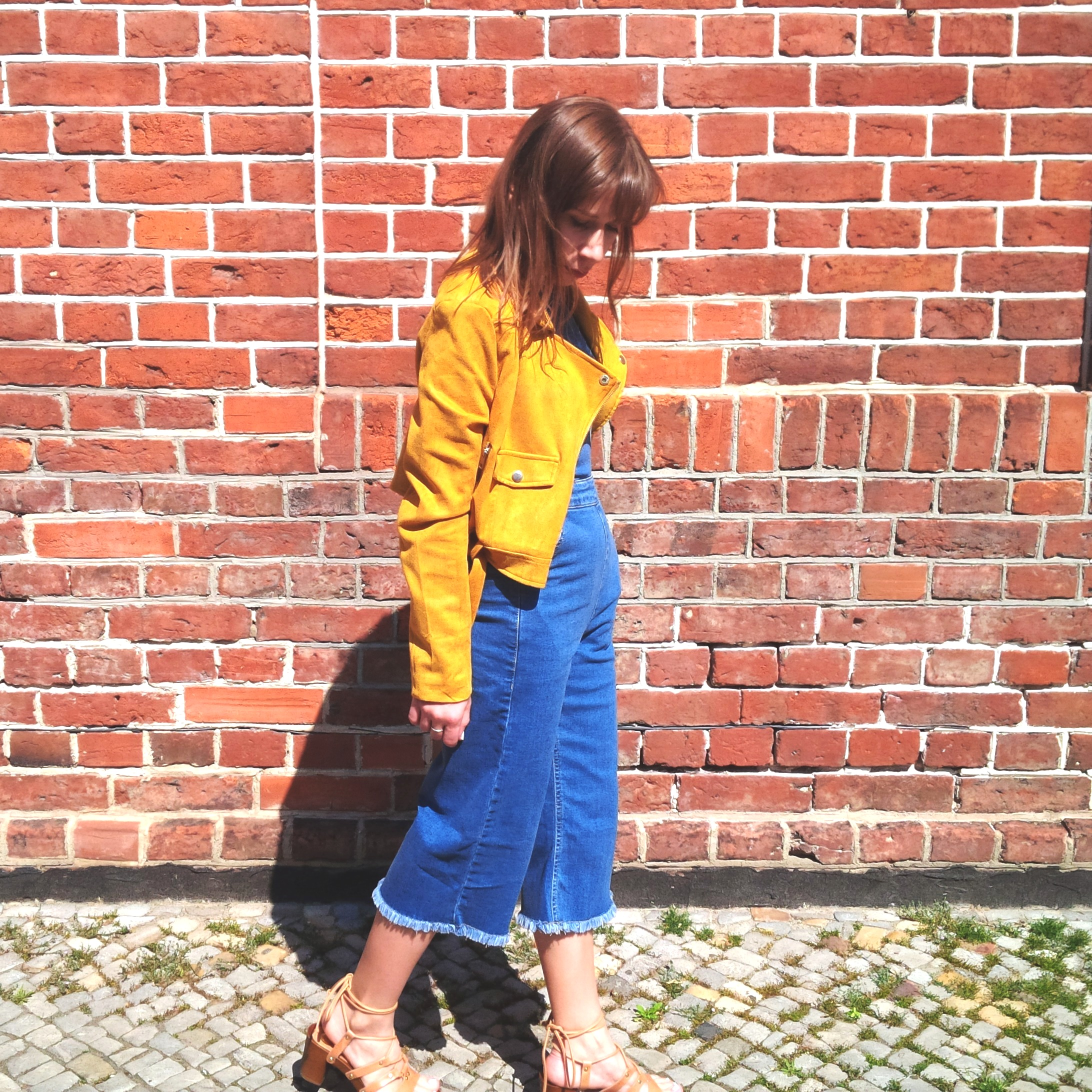 How to Wear Spring's Trickiest Trend - Denim Culotte-Jumpsuit, Holzclogs. Inspiration. Lookbook. Fashion Blogger. Noisy May 2