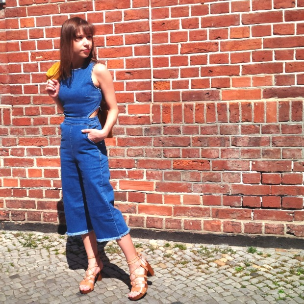 How to Wear Spring's Trickiest Trend - Denim Culotte-Jumpsuit, Holzclogs. Inspiration. Lookbook. Fashion Blogger. Noisy May 3.jpg