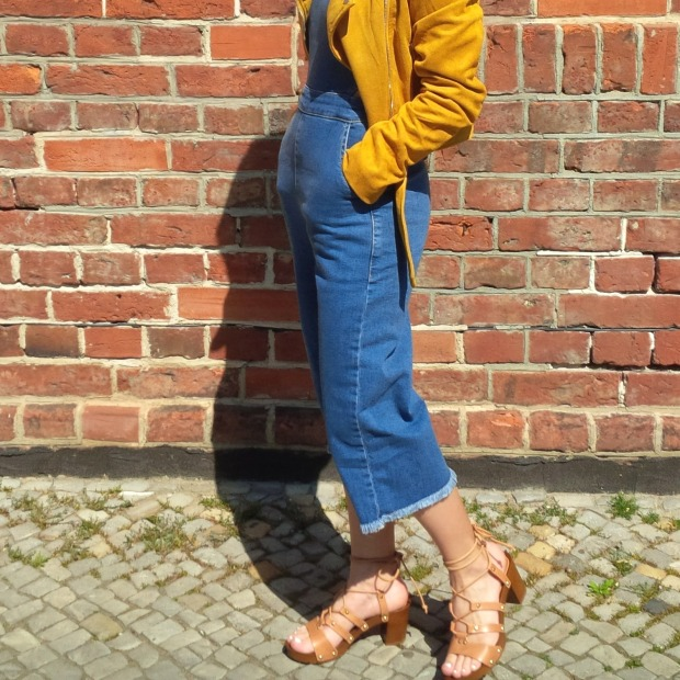 How to Wear Spring's Trickiest Trend - Denim Culotte-Jumpsuit, Holzclogs. Inspiration. Lookbook. Fashion Blogger. Noisy May 7