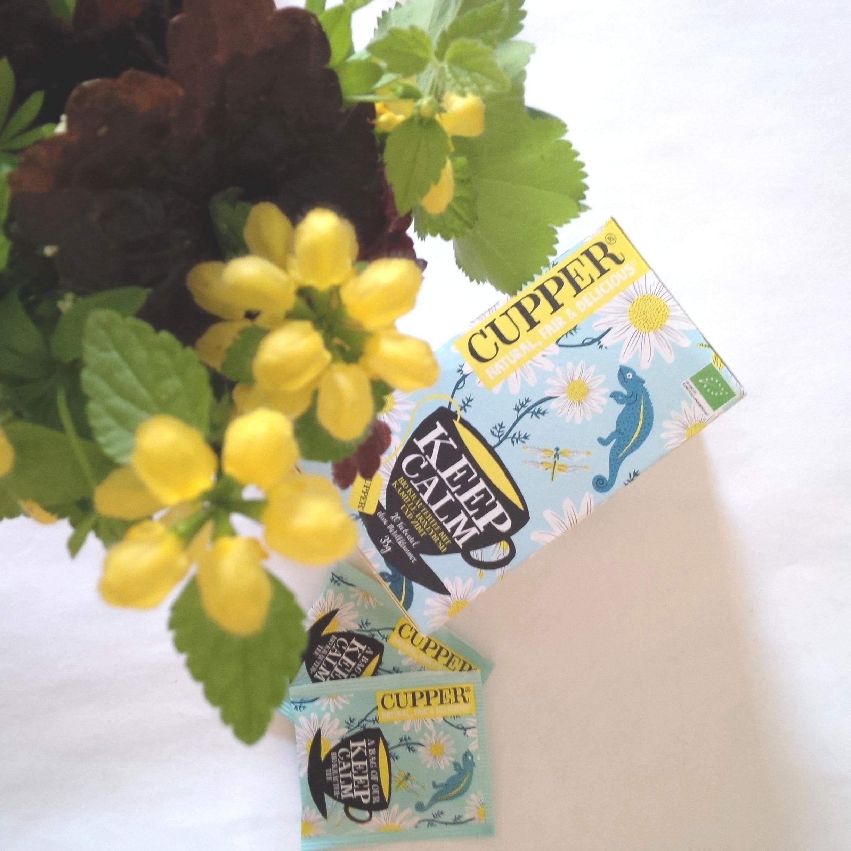 Liebe Woche Sonntags Favoriten. Cupper Tea, Keep Calm Kamillen Tee, Vintage Möbelknöpfe gold silber, Vegan World Magazin 2.jpg