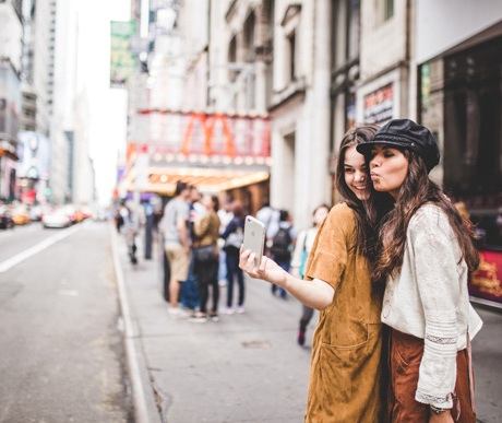 Should You Move to Were Your Friends Live and Leave Your Job. Inspiration. Advice, Friendship. NYC. Freepeople. Blogger Liebe was ist 2