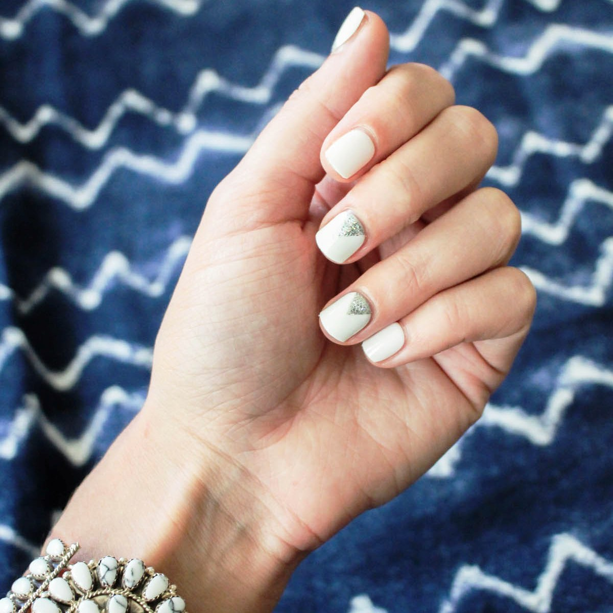 3 Manicure Ideas For Wedding Season - Cool and Modern Nails. Silver Nail Design. Essie hors d'oeuvres und blanc (2)
