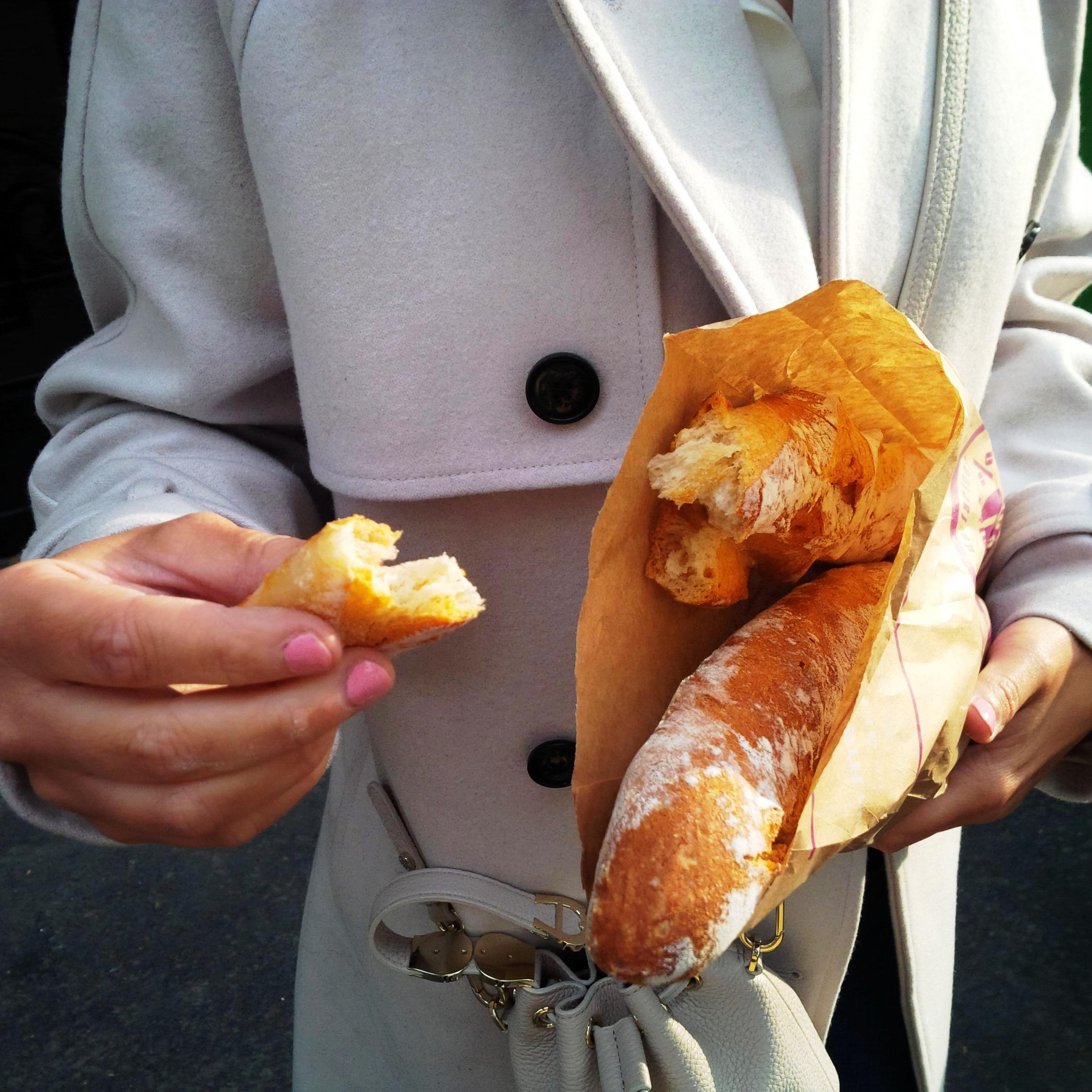 Follow Me Around - How to Make the Most of 48 Hours in Paris. Insider Tipps. Boulangerie Baguette. Eatery