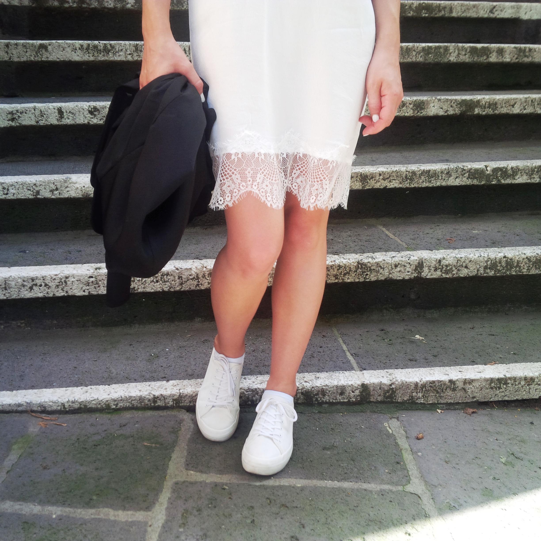 What's Underneath Summer's Lingerie Trend - Unterwäsche alltagstauglich, straßentauglich. Lace-up. Spitze. Trend. Sty (13)