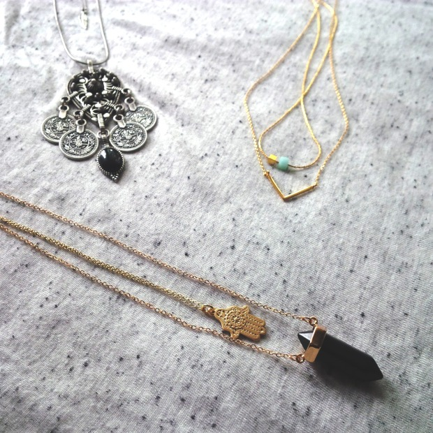 3 Ways to Layer Necklaces to Your Minimalism Look (14).jpg