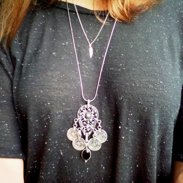 3 Ways to Layer Necklaces to Your Minimalism Look (19)