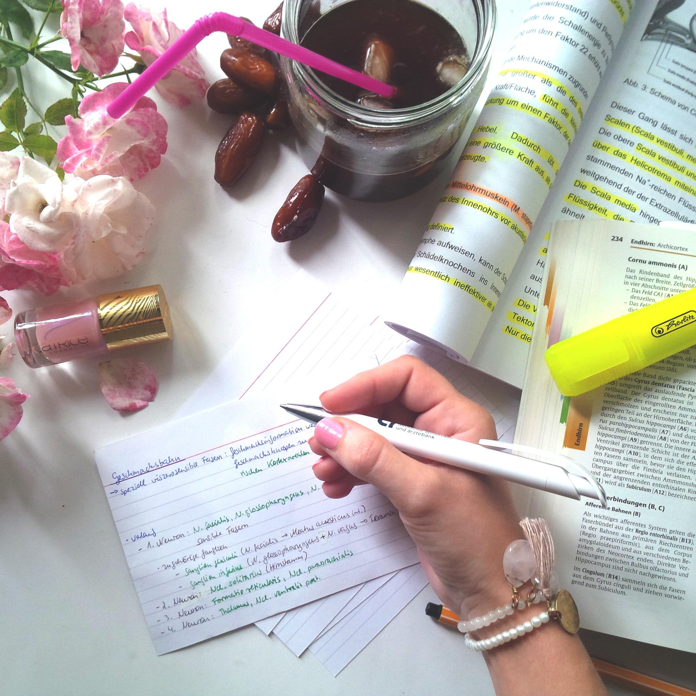 Liebe Woche Sonntagsfavoriten. Favoriten, Lieblinge. Liebe was ist. Catrice C02 Touched By Peace - rosa. Alltag, Uni, Stress, Prüfungen. Sommer, Vorfreude (1)
