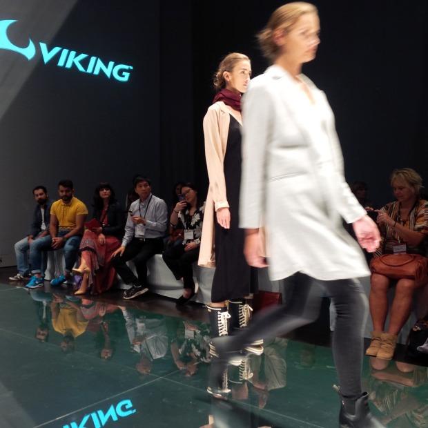 Runwayshow, Friends And Lots Of Shoes at #FashionBloggerCafé Shoe-Edition, #gds_shoefair. Liebe Woche. Sonntag Favoriten. Liebe was ist (11)