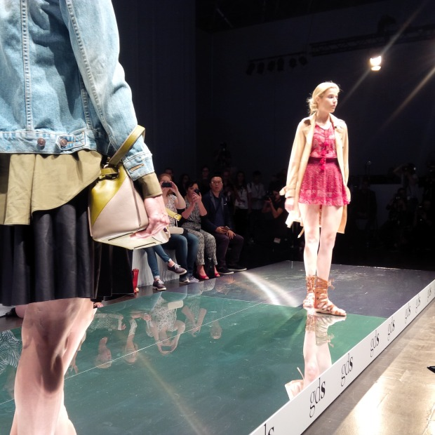 Runwayshow, Friends And Lots Of Shoes at #FashionBloggerCafé Shoe-Edition, #gds_shoefair. Liebe Woche. Sonntag Favoriten. Liebe was ist (7)