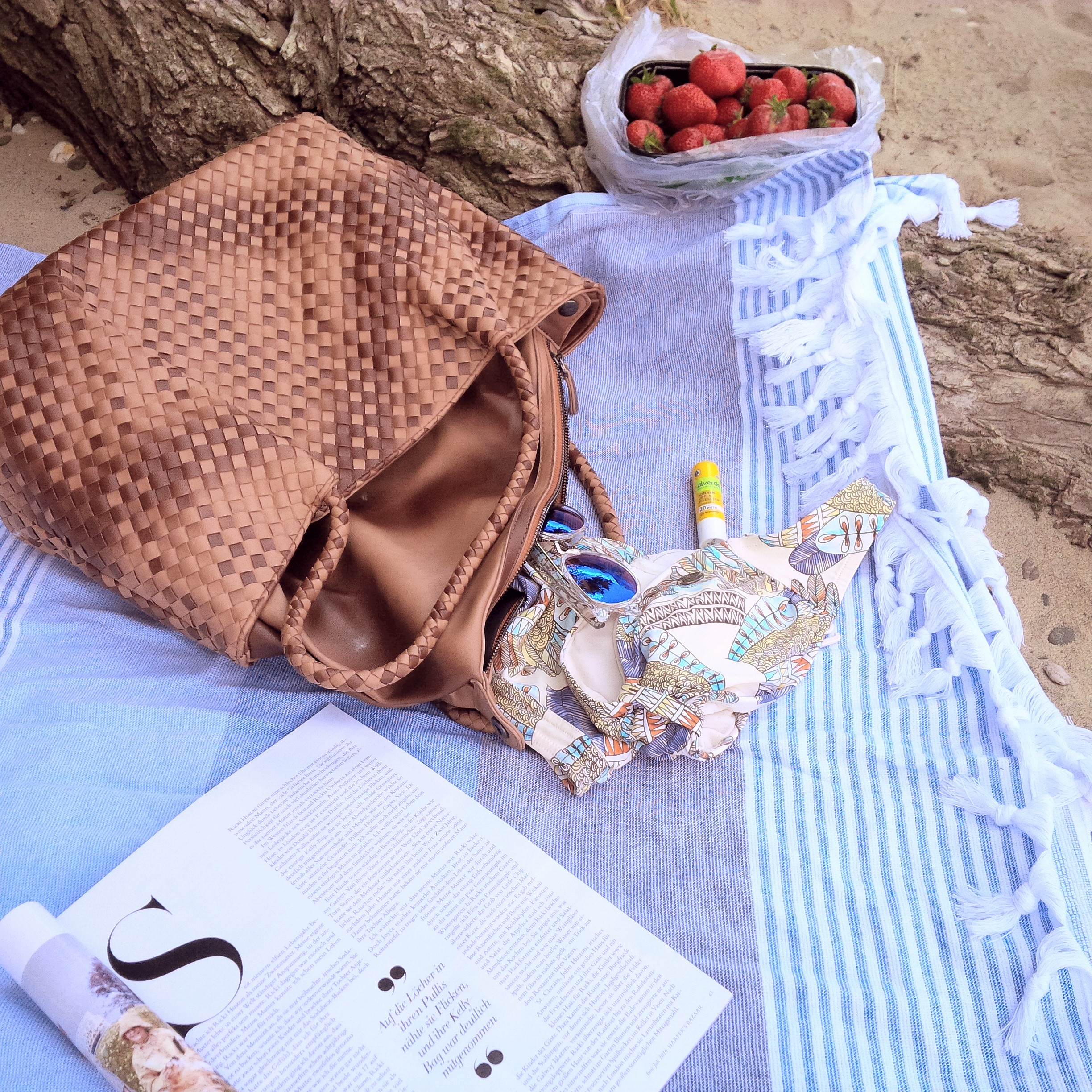 Summer Kick-Off. What's in My Bag & How to Get Ready For Summer. Inspiration. Liebe was ist. Summer Essentials. Tipps, Advice. Sponsored Post - Witt Weiden (1)