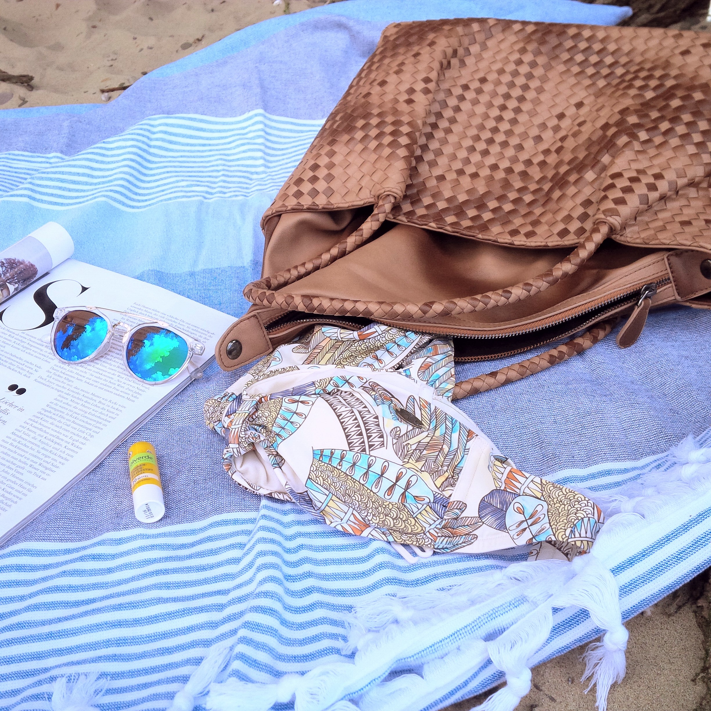 Summer Kick-Off. What's in My Bag & How to Get Ready For Summer. Inspiration. Liebe was ist. Summer Essentials. Tipps, Advice. Sponsored Post - Witt Weiden (6)