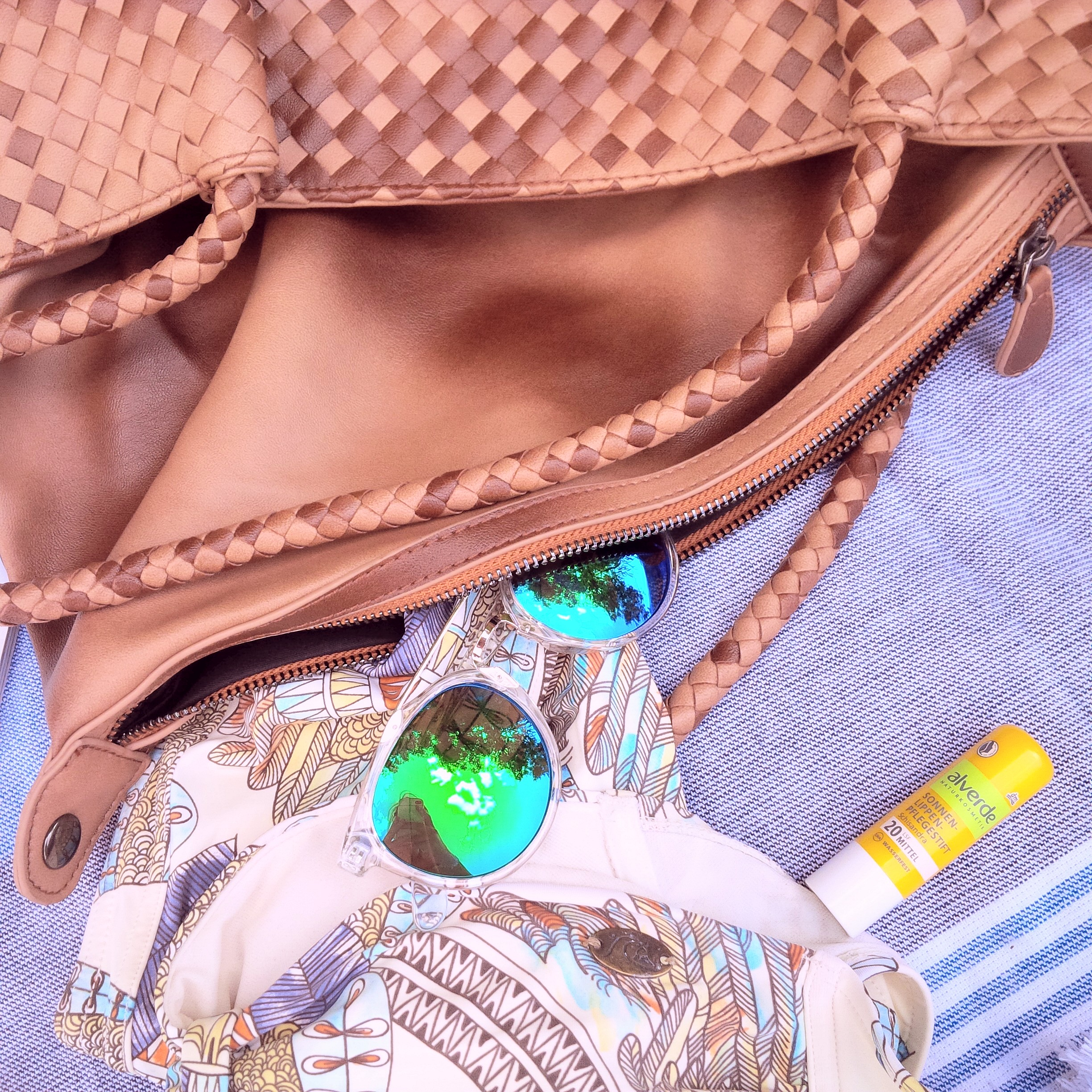 Summer Kick-Off. What's in My Bag & How to Get Ready For Summer. Inspiration. Liebe was ist. Summer Essentials. Tipps, Advice. Sponsored Post - Witt Weiden (8)