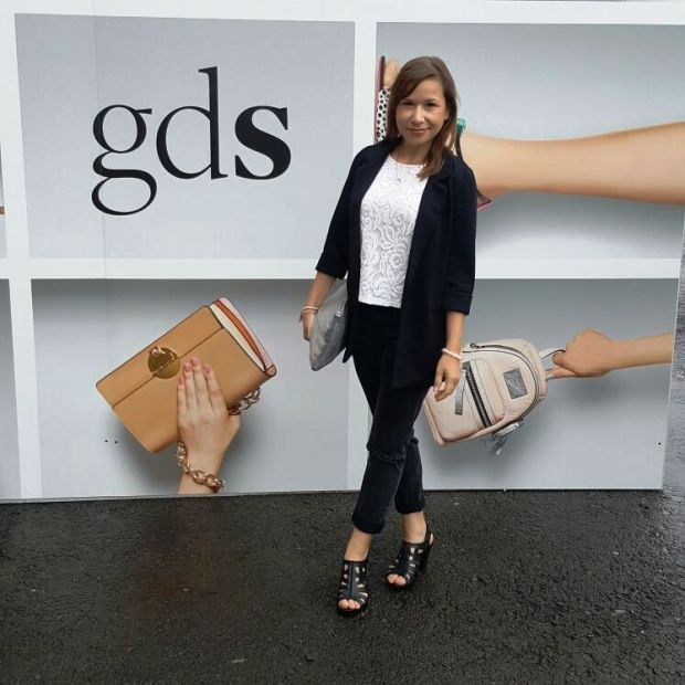 On Stage - Runwayshow and How to Wear Mom-Jeans. Trend, Style, Lookbook. gds Shoefair. Glamour. Liebe was ist Fashion for Petite (11)