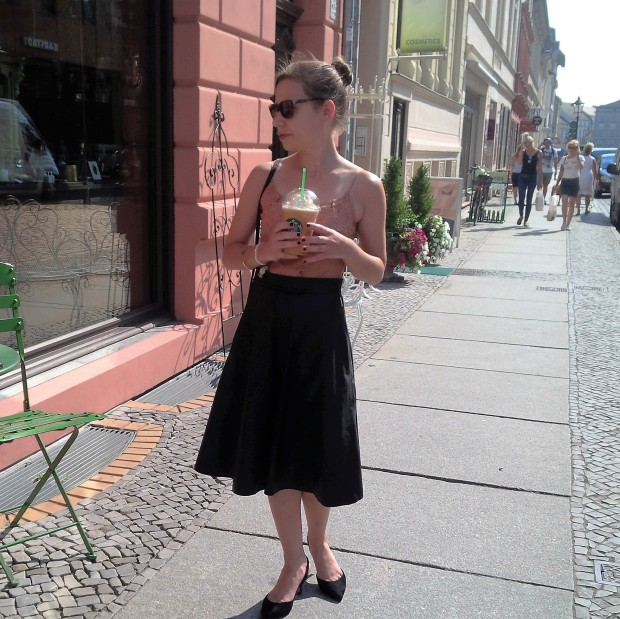 flirt-with-fall-pre-seasonal-transition-with-faux-leather-skirt-and-first-pumpkin-spice-coffee-48