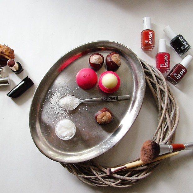 how-to-update-your-beauty-routine-for-fall-liebe-was-ist-herbst-beauty-routine-essie-herbst-nagellack-rituals-lipstick-marrakech-eos-lipbalm-1