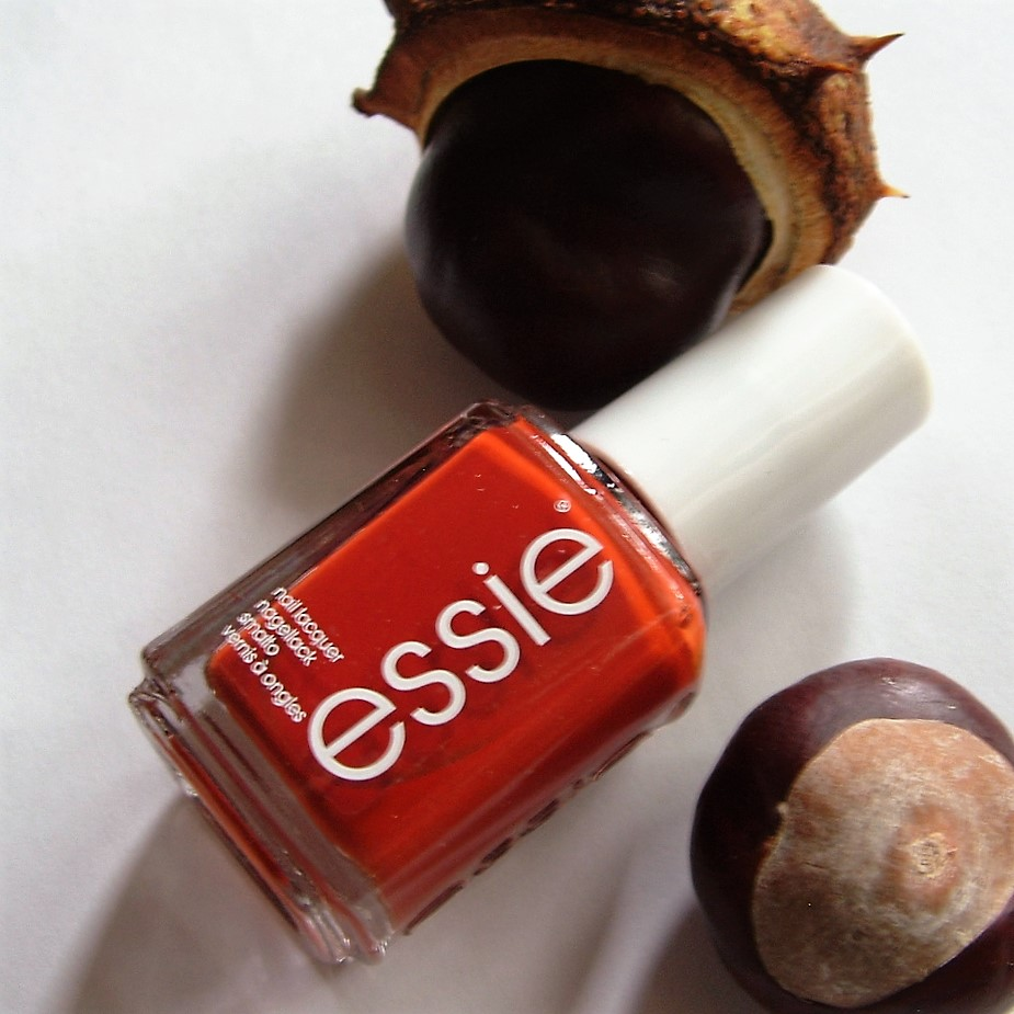 how-to-update-your-beauty-routine-for-fall-liebe-was-ist-herbst-beauty-routine-essie-herbst-nagellack