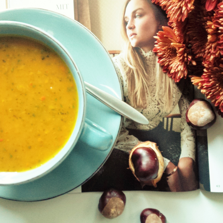 the-weekender-fall-in-love-liebe-was-ist-inspiration-herbst-kochen-kurbiszeit-kurbisspalten-suppe-rezept-4