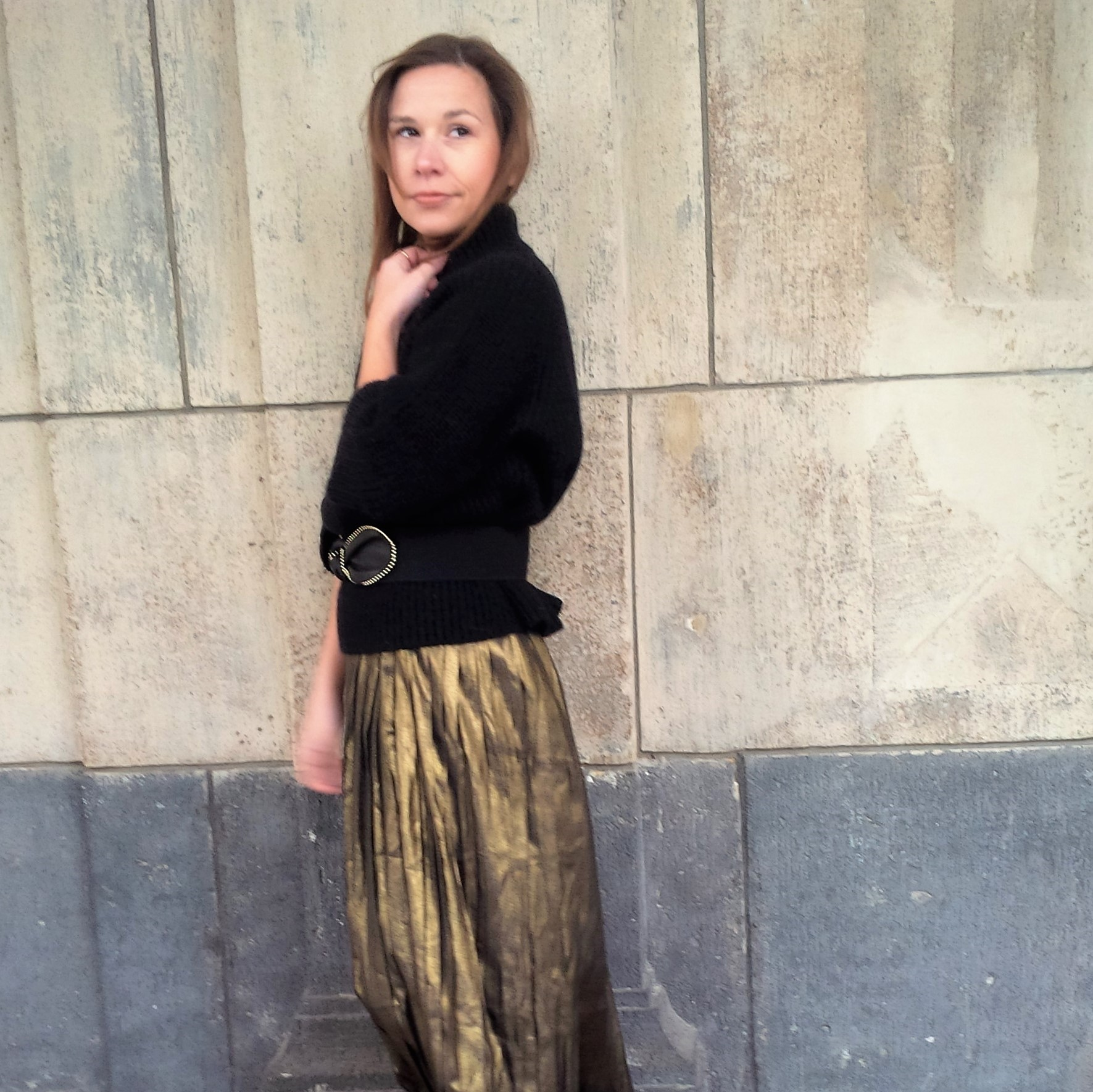 all-that-glitters-the-versatility-of-wearing-a-metallic-pleated-skirt-liebe-was-ist-fashion-advice-trend-lookbook-kopie
