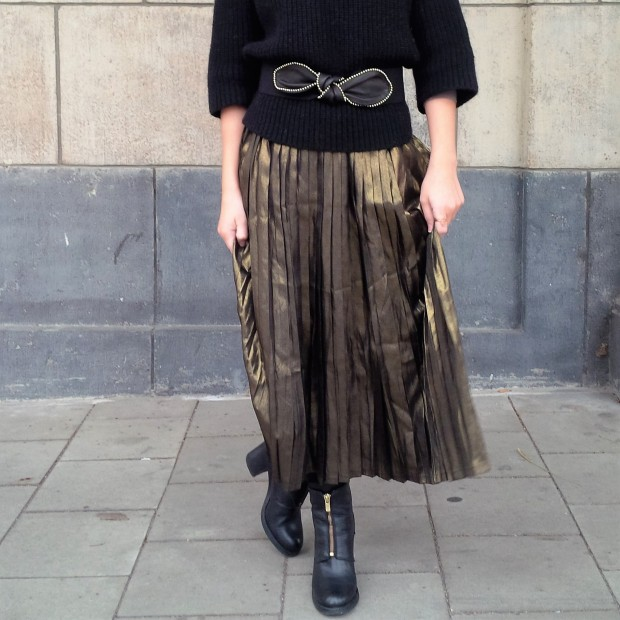 all-that-glitters-the-versatility-of-wearing-a-metallic-pleated-skirt-liebe-was-ist-fashion-advice-trend-lookbook-style-1-35