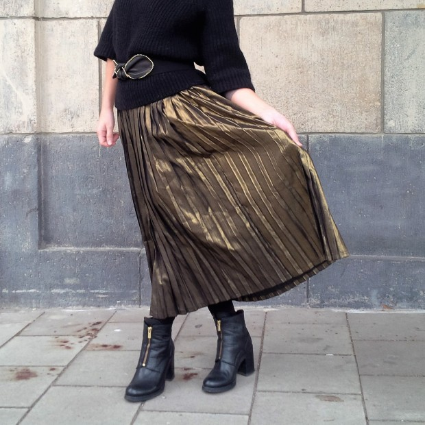 all-that-glitters-the-versatility-of-wearing-a-metallic-pleated-skirt-liebe-was-ist-fashion-advice-trend-lookbook-style-1-72
