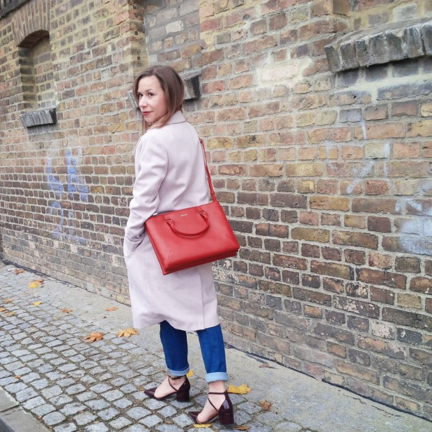 soft-layerings-for-chilly-days-blouse-under-velvet-slipdress-and-my-new-vegan-bag-90ies-fashion-trend-lookbook-style-petite-liebe-was-ist-trendreport-1