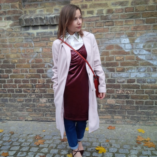 soft-layerings-for-chilly-days-blouse-under-velvet-slipdress-and-my-new-vegan-bag-90ies-fashion-trend-lookbook-style-petite-liebe-was-ist-trendreport-11