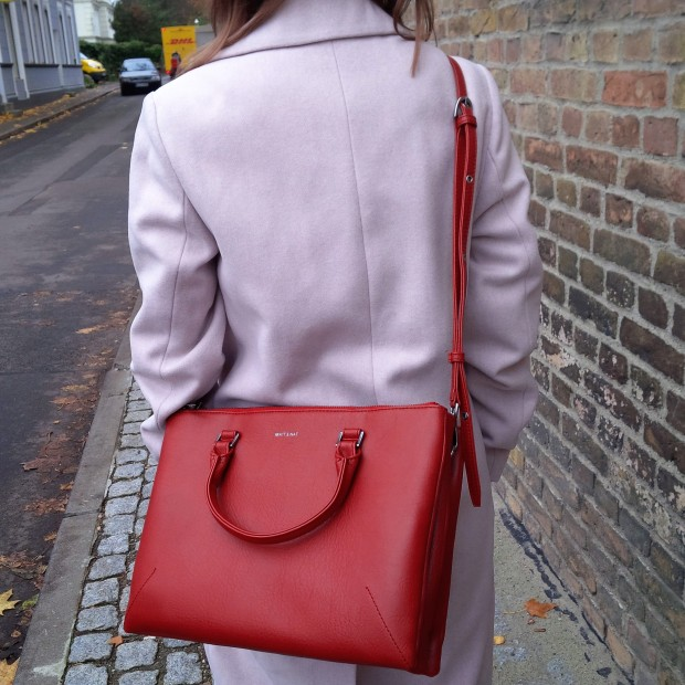 soft-layerings-for-chilly-days-blouse-under-velvet-slipdress-and-my-new-vegan-bag-90ies-fashion-trend-lookbook-style-petite-liebe-was-ist-trendreport-2