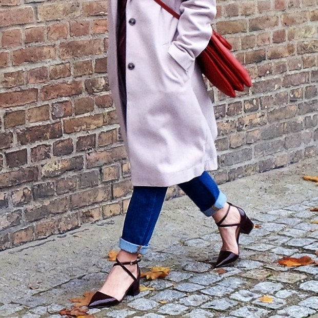 soft-layerings-for-chilly-days-blouse-under-velvet-slipdress-and-my-new-vegan-bag-90ies-fashion-trend-lookbook-style-petite-liebe-was-ist-trendreport-26