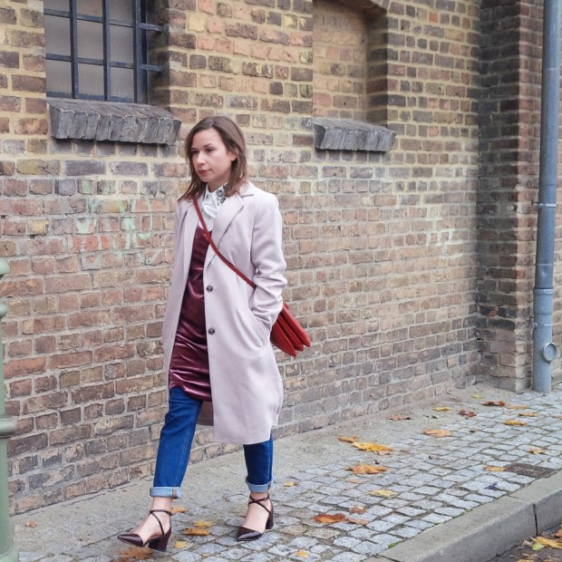 soft-layerings-for-chilly-days-blouse-under-velvet-slipdress-and-my-new-vegan-bag-90ies-fashion-trend-lookbook-style-petite-liebe-was-ist-trendreport-30
