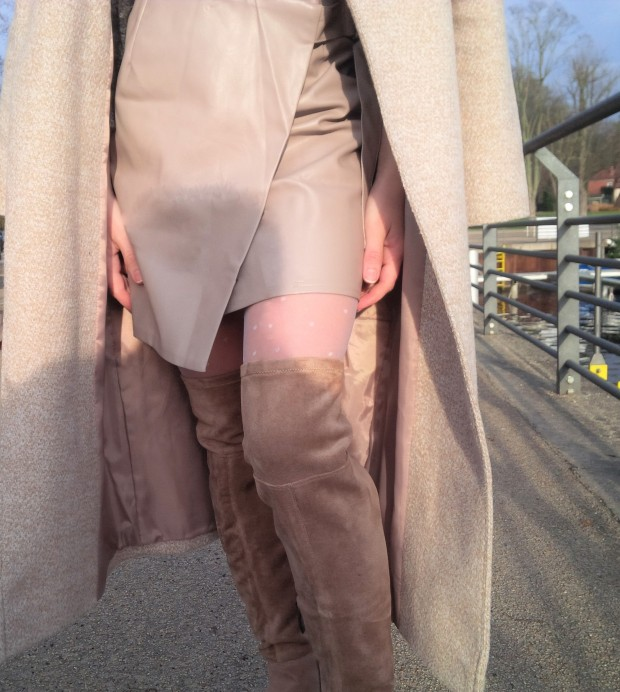 shades-of-winter-sophisticated-layering-with-faux-leather-skirt-fake-fur-and-tights-liebe-was-ist-fashion-advice-winter-lookbook-style-trend-blogazine-fashionmagazine-1