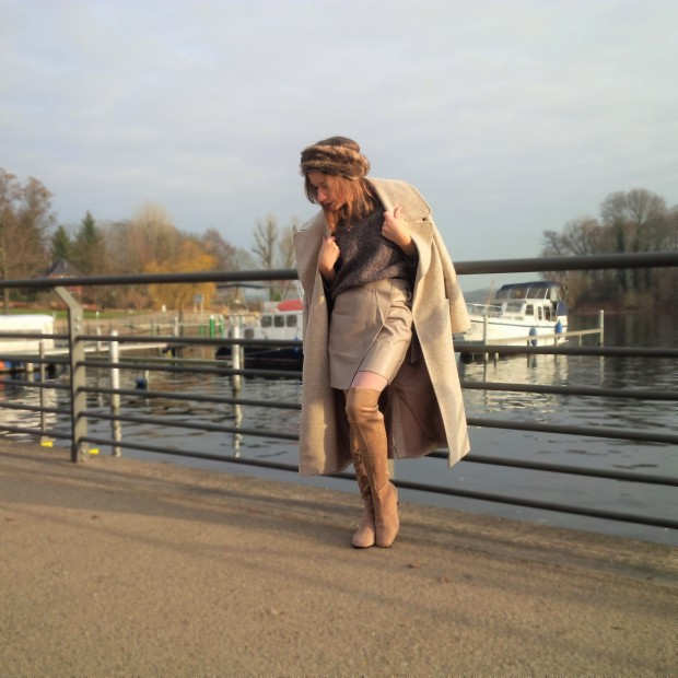 shades-of-winter-sophisticated-layering-with-faux-leather-skirt-fake-fur-and-tights-liebe-was-ist-fashion-advice-winter-lookbook-style-trend-blogazine-fashionmagazine-4