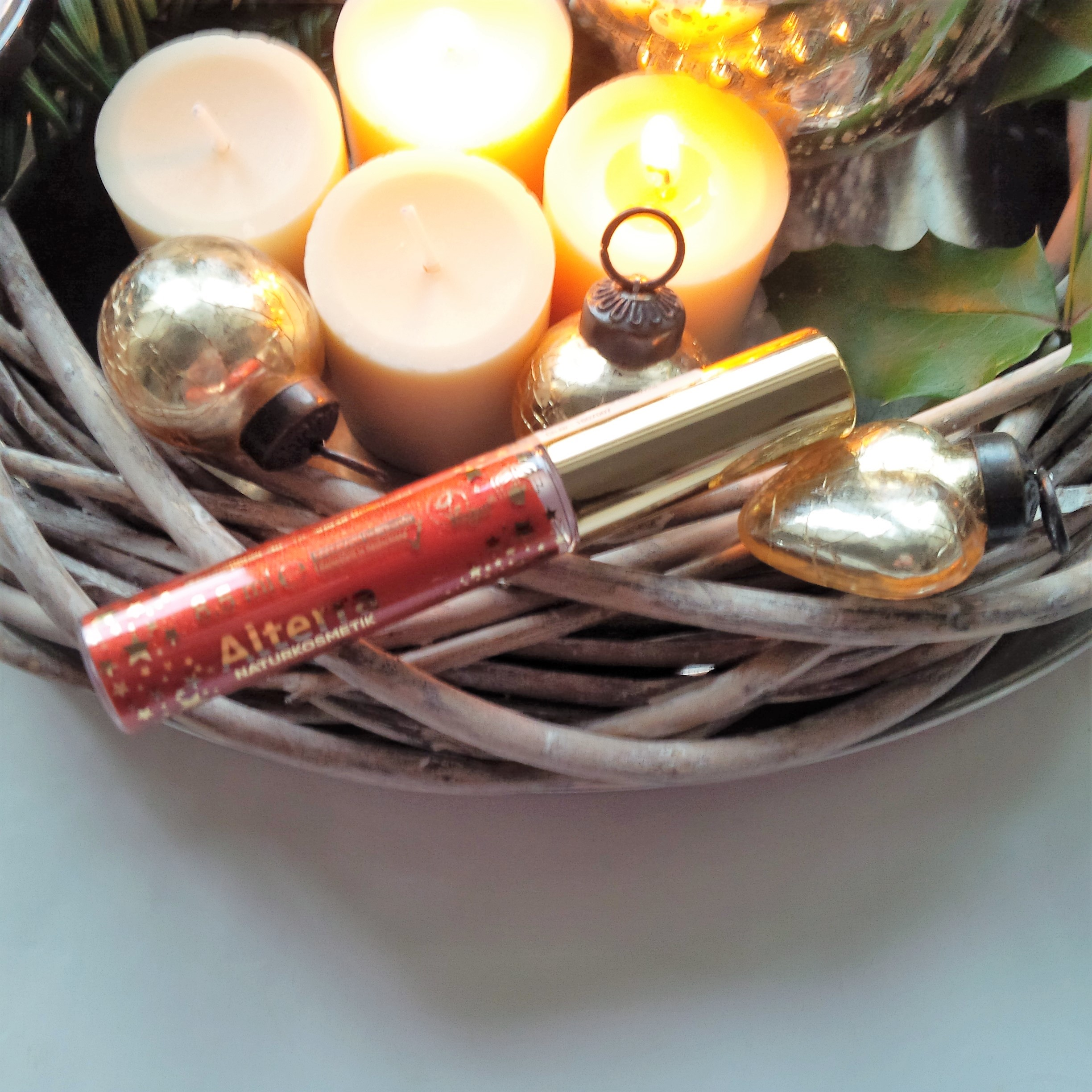 the-weekender-getting-festive-glamourous-weihnachtsmakeup-look-vegan-tierversuchsfrei-2-advent-giveaway-3